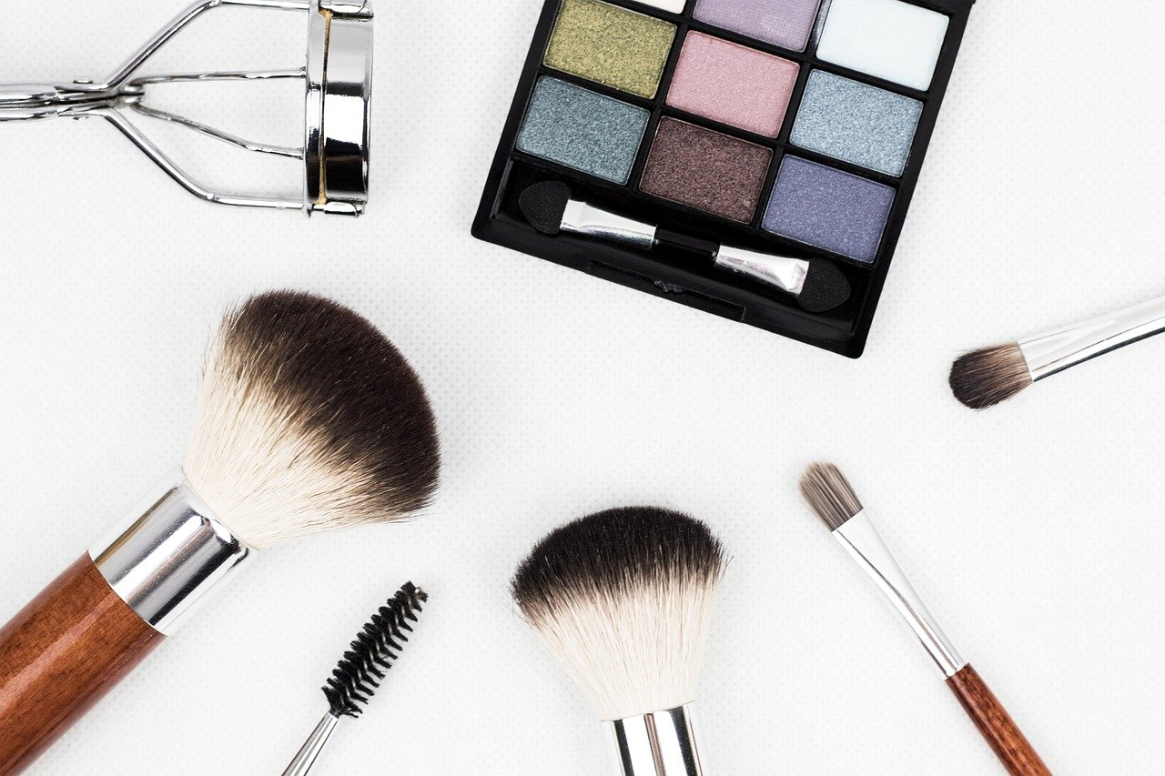 Makeup brushes | The Refinery